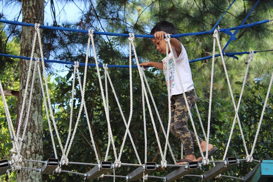 Outdoor rope crossing